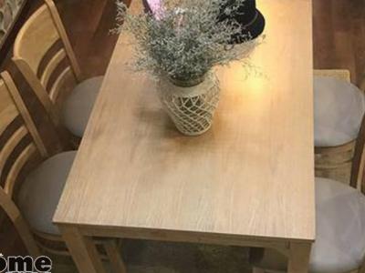 Hình ảnh Bộ bàn ghế ăn bằng gỗ tự nhiên cho gia đình